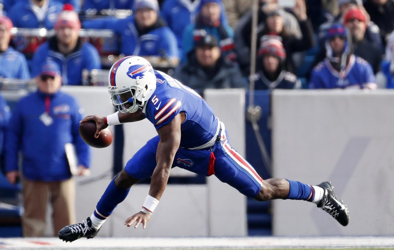 Tyrod Taylor hasn't been able to hit passes downfield. (Mark Mulville/Buffalo News)