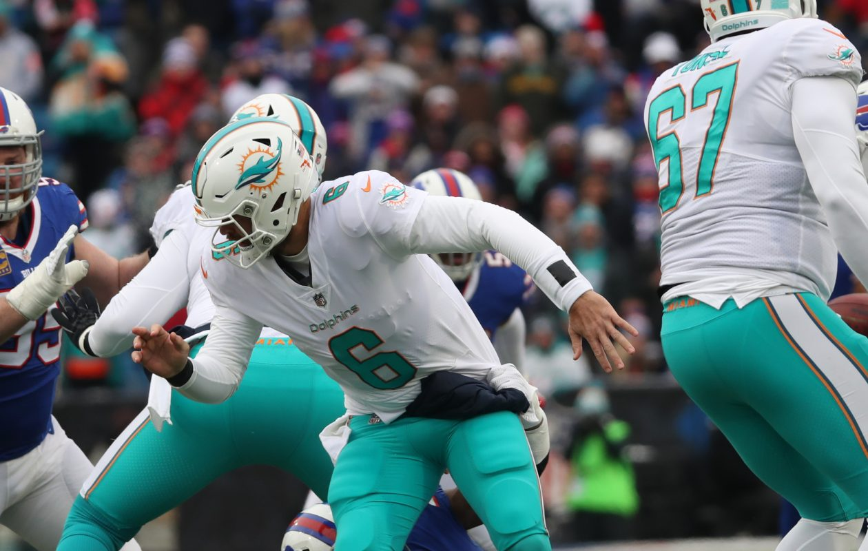 Buffalo Bills defensive end Jerry Hughes (55) pressures Miami Dolphins quarterback Jay Cutler (6) in the first quarter at New Era Field on Sunday, Dec. 17, 2017. (James P. McCoy/Buffalo News)