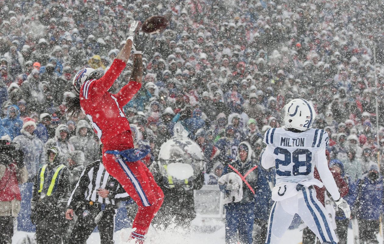 Kelvin Benjamin hauls in his first touchdown with the Bills on a snowy day at New Era Field. (James P. McCoy/Buffalo News)
