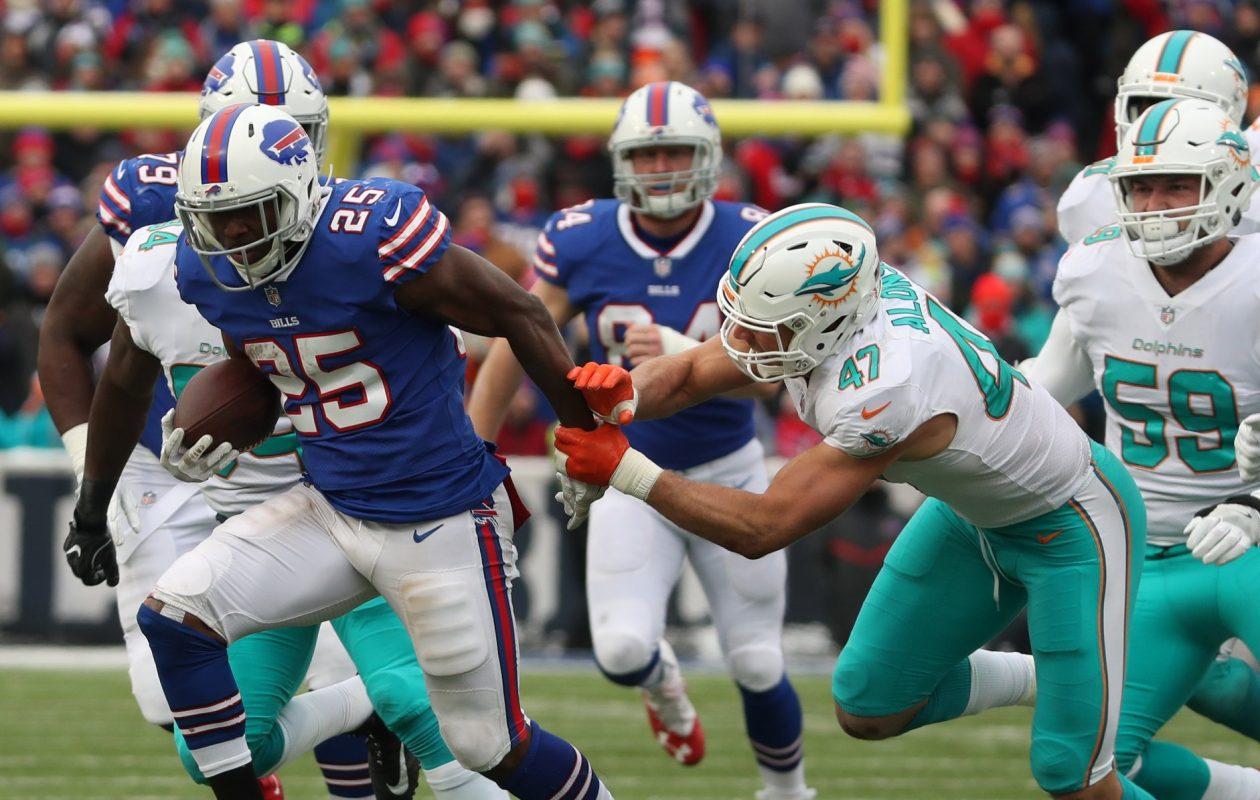 Buffalo Bills running back LeSean McCoy (25) beats Miami Dolphins middle linebacker Kiko Alonso (47) for his 10,000-yard milestone in the second quarter at New Era Field on Sunday, Dec. 17, 2017. (James P. McCoy/Buffalo News)