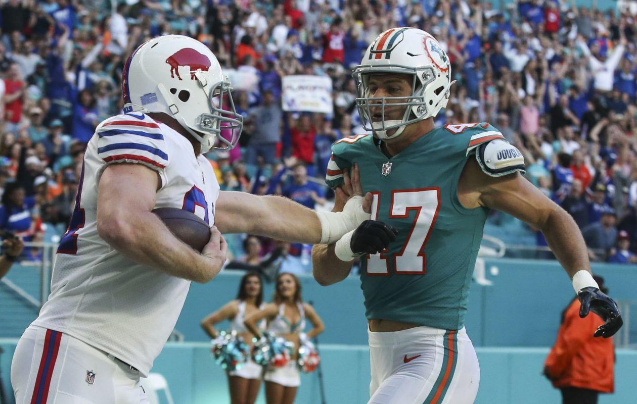 Buffalo Bills tight end Nick O'Leary (84) catches a touchdown pass against Miami Dolphins middle linebacker Kiko Alonso (47) in the first quarter at Hard Rock Stadium on Sunday, Dec. 31, 2017. (James P. McCoy/Buffalo News)