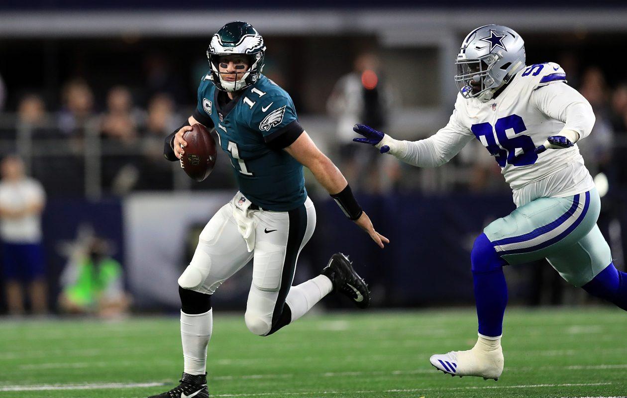 Carson Wentz of the Philadelphia Eagles runs past Maliek Collins of the Dallas Cowboys (Photo: Ronald Martinez/Getty Images)