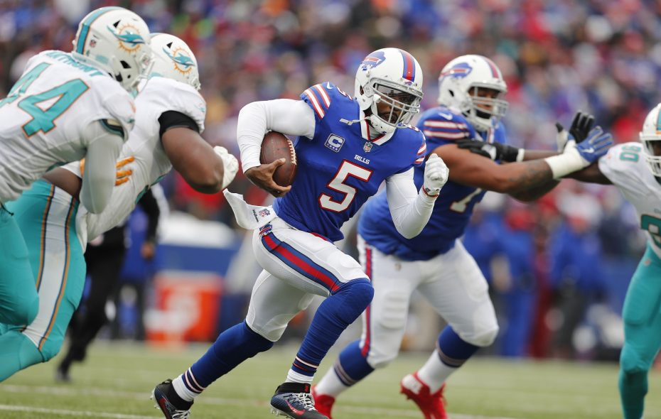 Bills quarterback Tyrod Taylor scrambles in a play against the Dolphins. (Mark Mulville/Buffalo News)