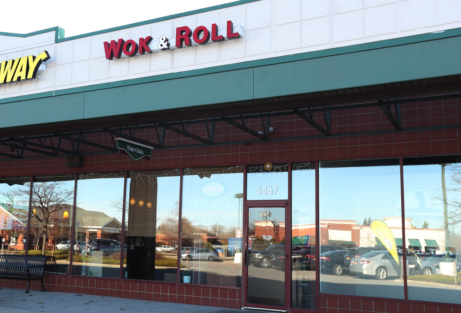Wok & Roll serves quality food, unbeatable lunch deals – The Buffalo ...