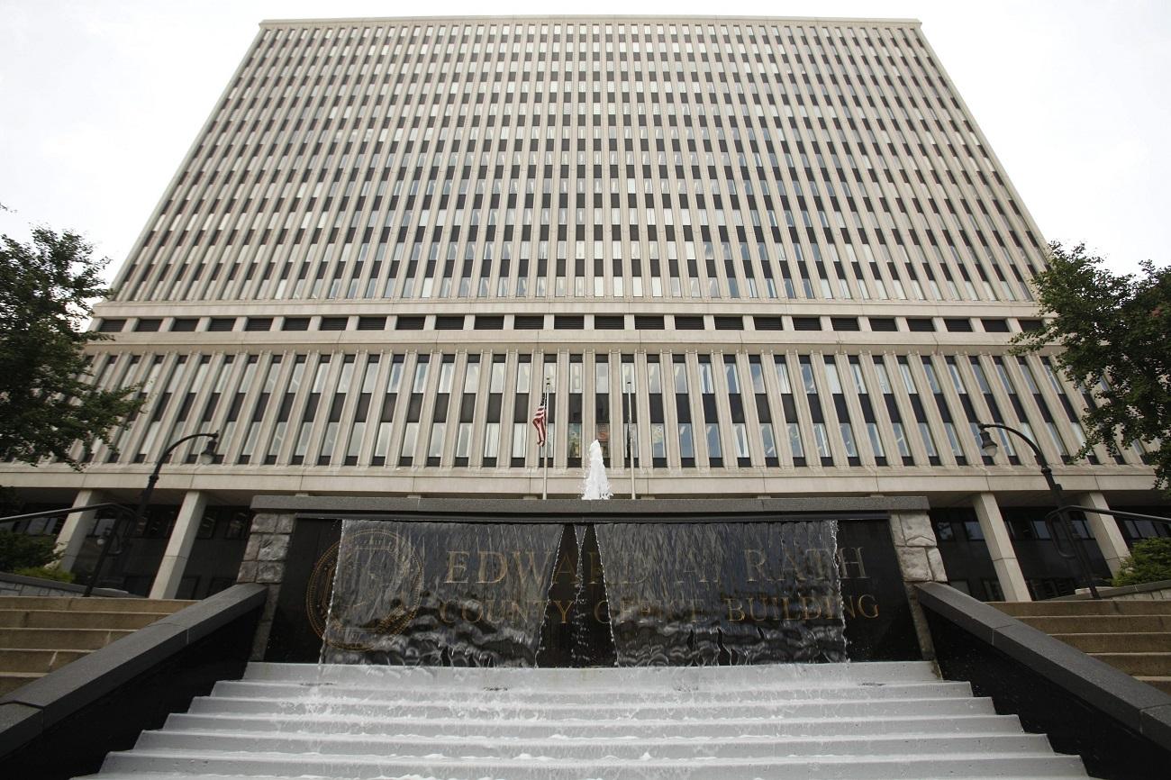 Downtown auto bureau will stay open an extra hour on Thursdays