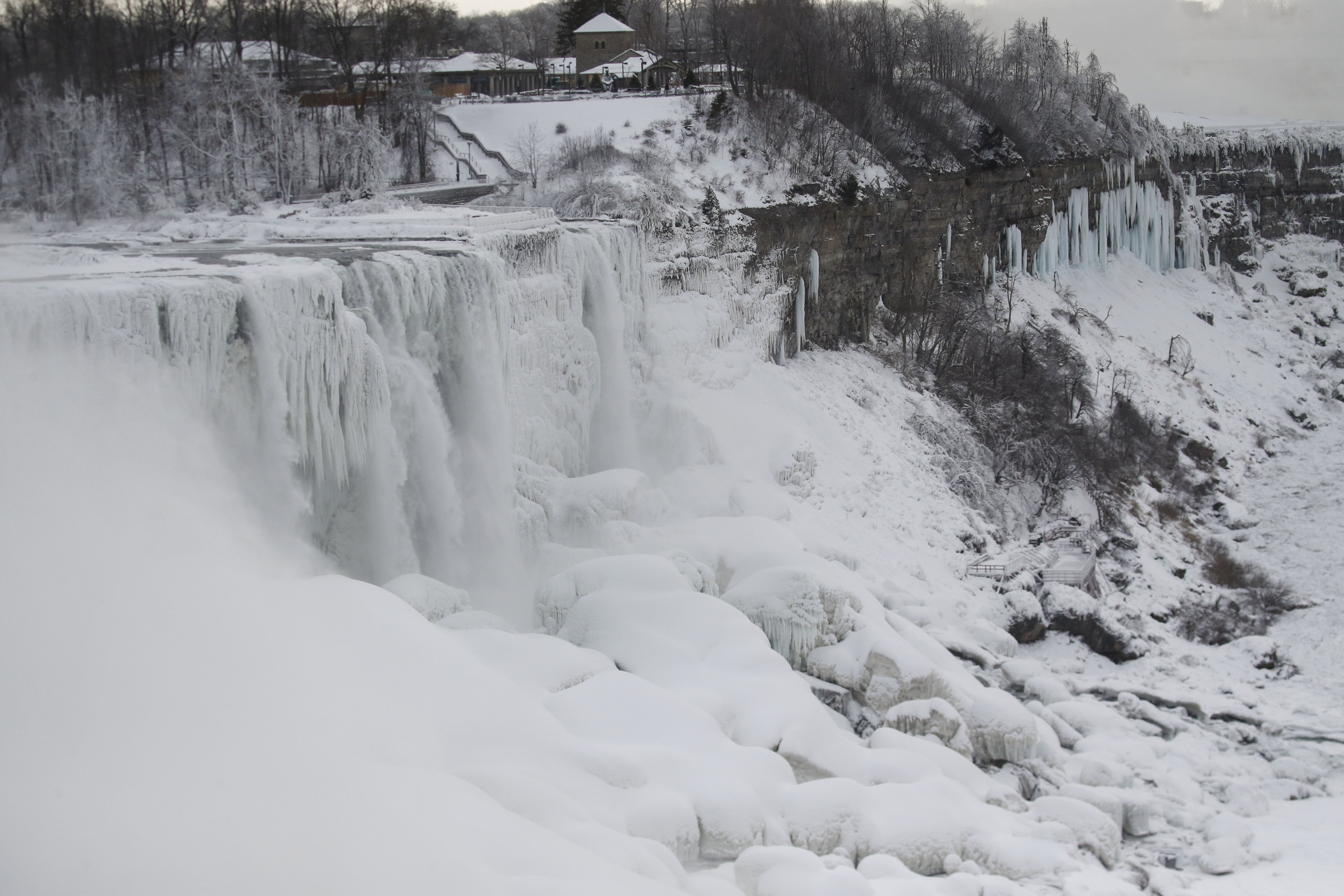 Arctic Chill Freezes Into Spectacular Beauty In Lake Erie