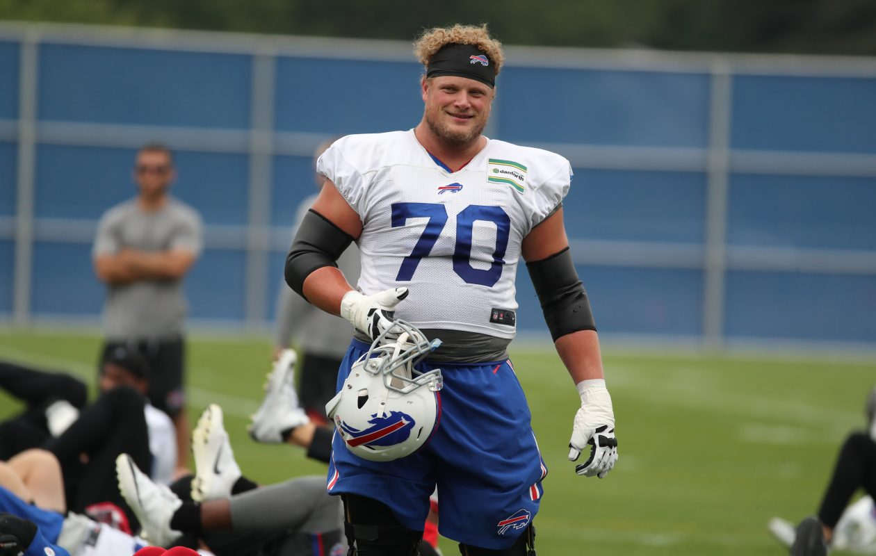 Buffalo Bills center Eric Wood (70) led his team through stretching at ADPRO Sports Training Center in Orchard Park in N.Y. on Friday, Aug. 11, 2017.  (James P. McCoy / Buffalo News)