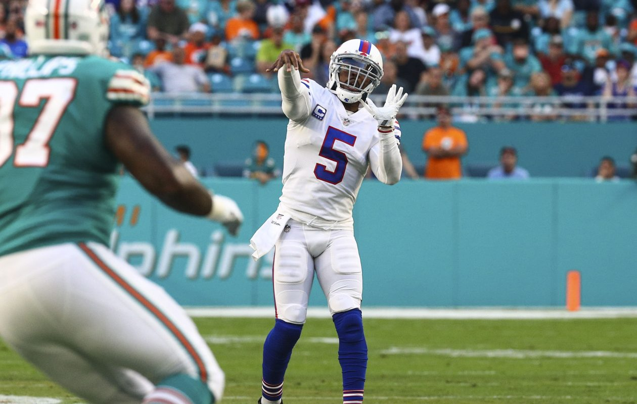 Buffalo Bills quarterback Tyrod Taylor (5) throws for a touchdown against the Miami Dolphins in the first quarter at Hard Rock Stadium in Miami Gardens, Florida on Sunday, Dec. 31, 2017.  (James P. McCoy / Buffalo News)