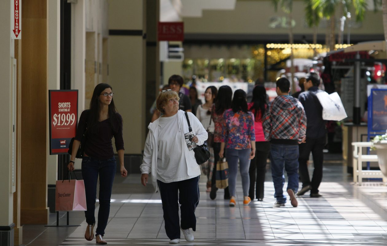 Shoppers shop at the Fashion Outlets of Niagara Falls USA. (Mark Mulville/Buffalo News)