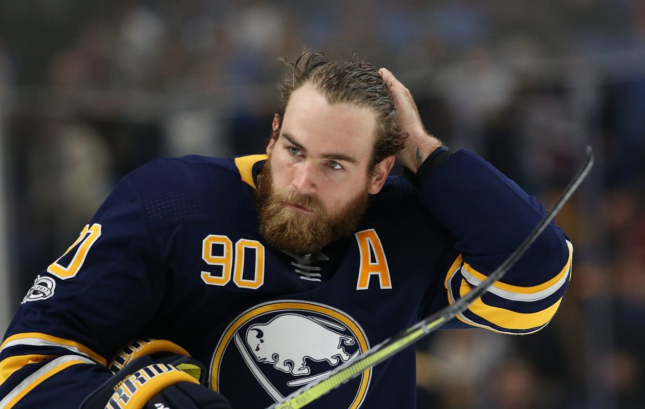 Ryan O'Reilly befriended the young cancer-stricken girl who co-stars in a Bald for Bucks commercial with him. (Getty Images)