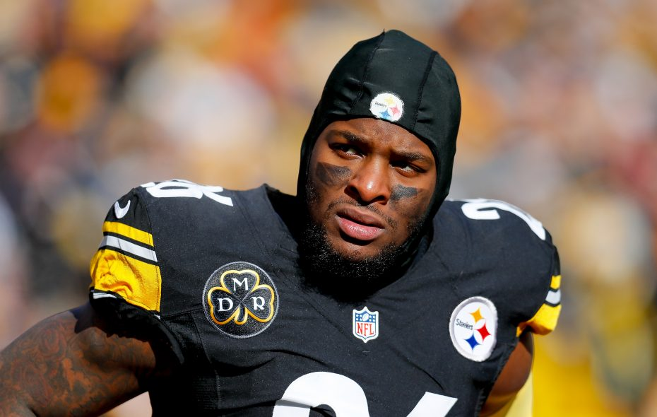 Steelers running back Le'Veon Bell might be a candidate for the franchise tag again in 2018. (Getty Images)