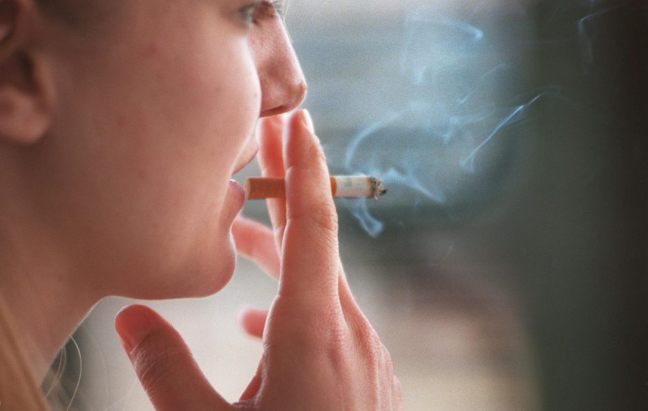 Those with lower incomes and an education at or below the high school are three or four times more likely to smoke cigarettes, according to a new report from the American Cancer Society.
