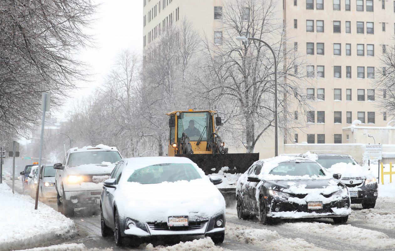 u2018messy winter storm u2019 could mean tough tuesday commute