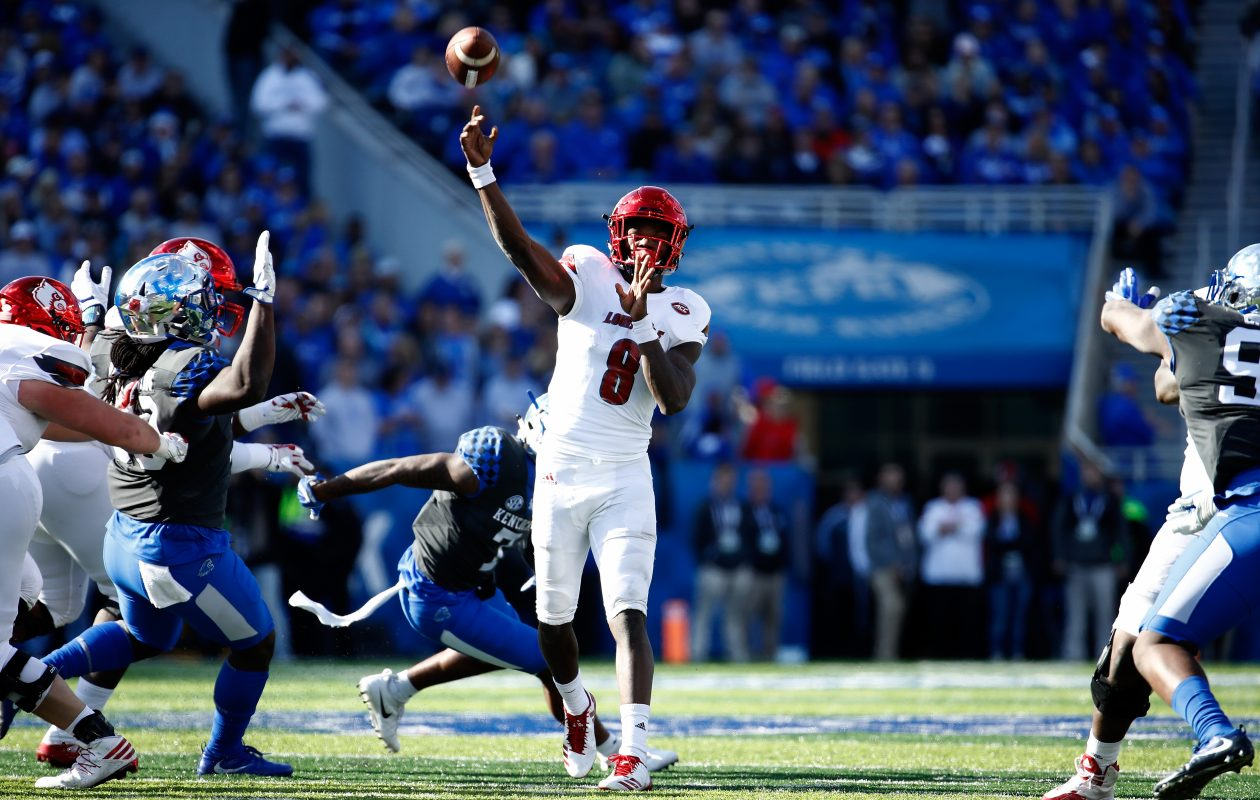 Lamar Jackson of the Louisville Cardinals throws a touchdown pass against the Kentucky Wildcats during the game at Commonwealth Stadium on Nov. 25, 2017, in Lexington, Ky. (Andy Lyons/Getty Images)