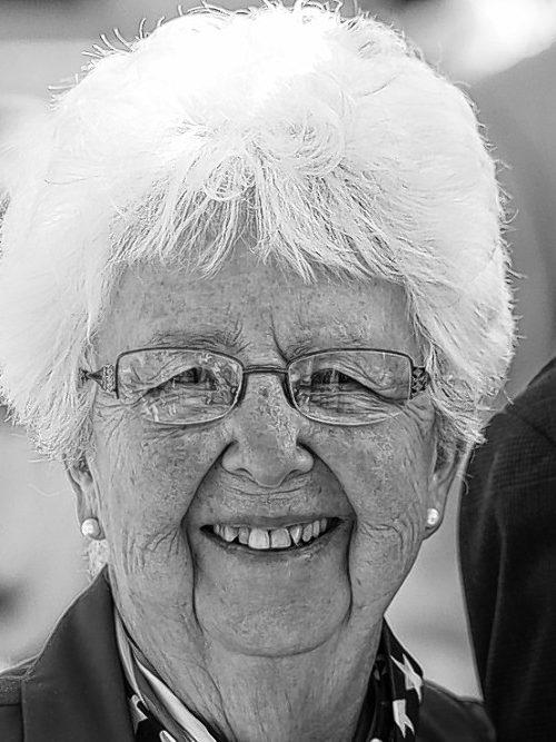 VAN SPLUNDER, Ruth L.
