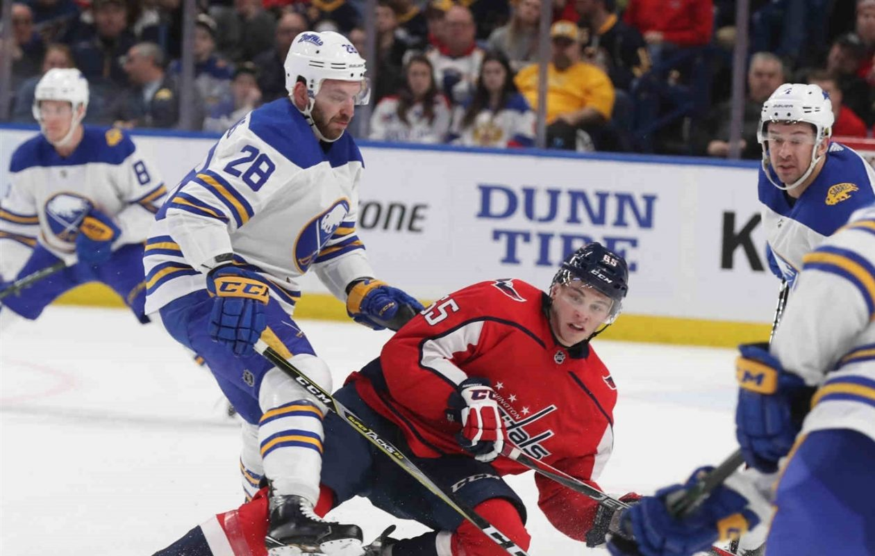 The Sabres' Zemgus Girgensons (28) will move to center with Evan Rodrigues injured. (James P. McCoy/Buffalo News)