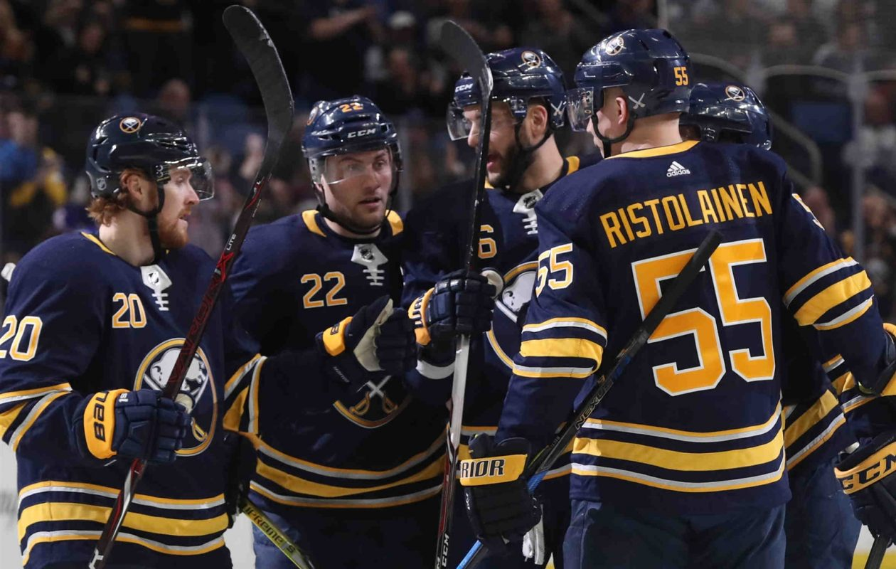 The Sabres' Johan Larsson (22) has half of his career goals in March and April. (James P. McCoy/Buffalo News)