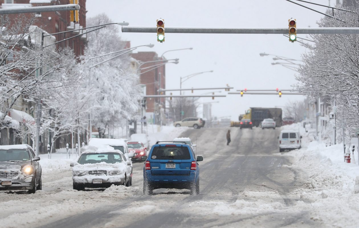 Traffic was moving well this morning on Main Street near downtown. (Sharon Cantillon/Buffalo News)