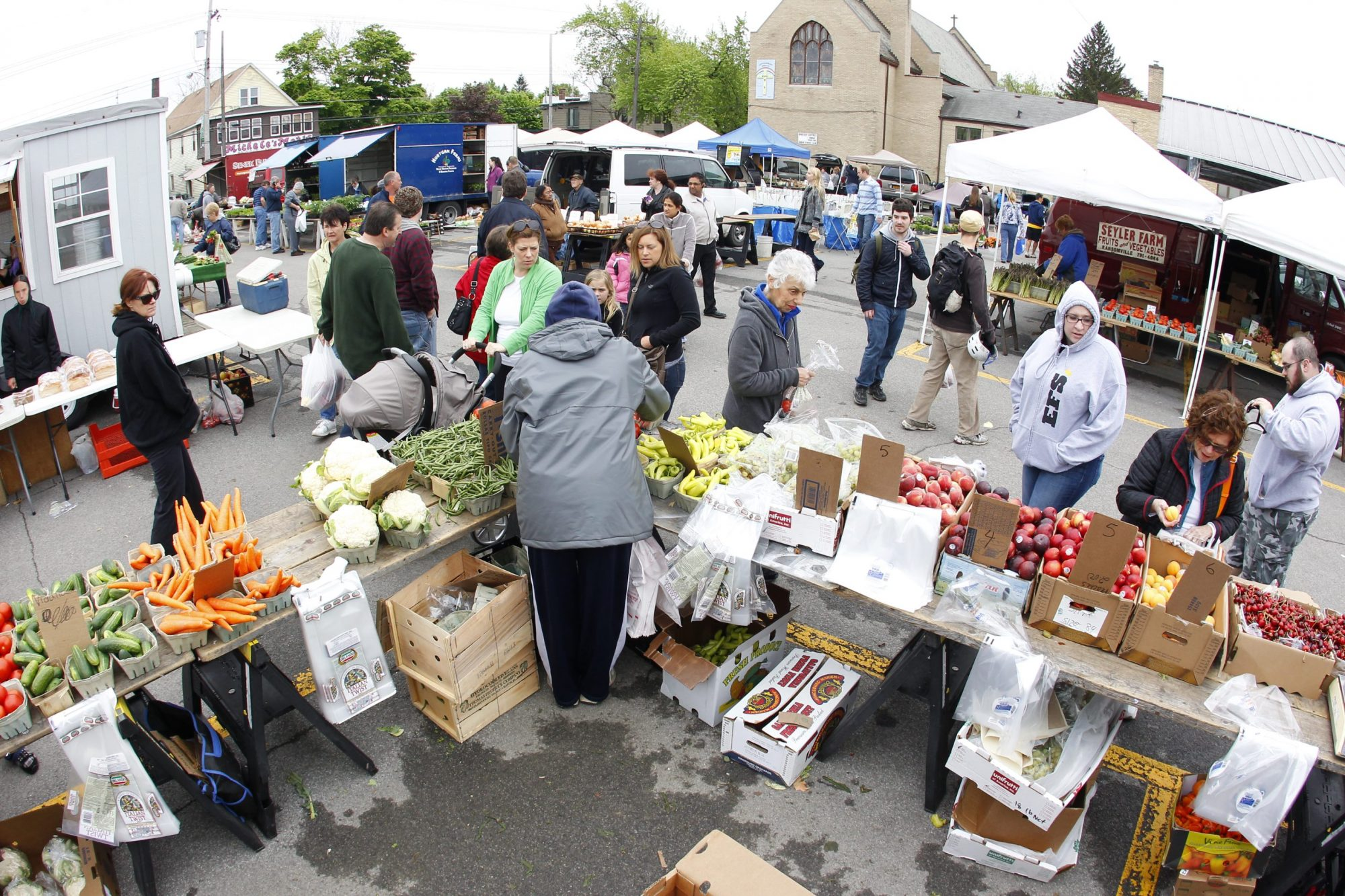 Mobile, farmers' markets more helpful than groceries in low-income neighborhoods, study finds
