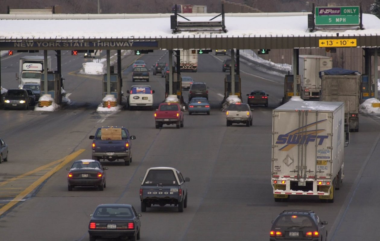 The Williamsville toll barrier on the New York State Thruway as seen from the Union Road bridge. (Derek Gee/News file photo)