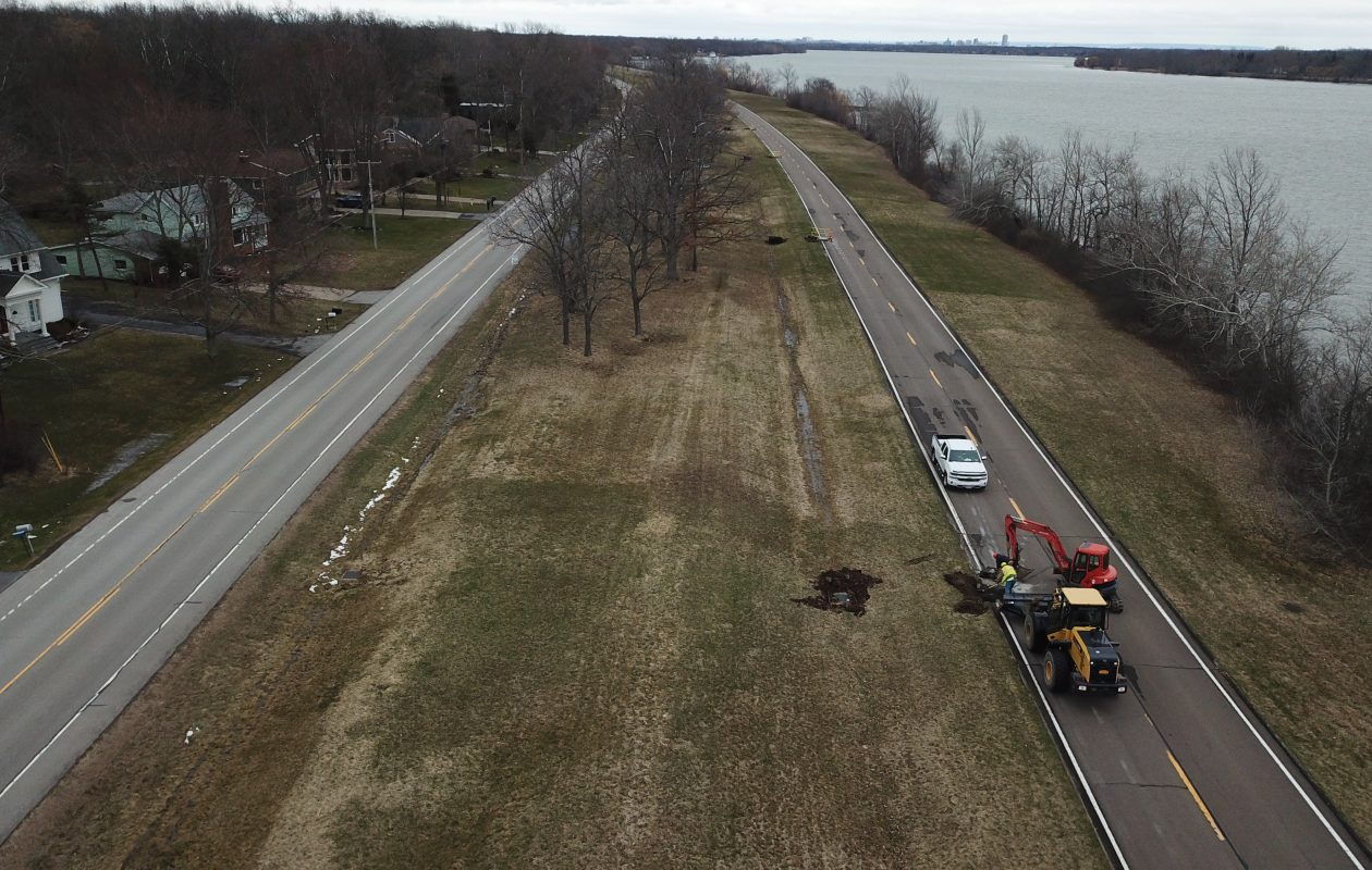 An overhead view of the parallel West River Road and West River Parkway. The state has closed the seasonal parkway to traffic for construction of a bicycle trail. (John Hickey/Buffalo News)
