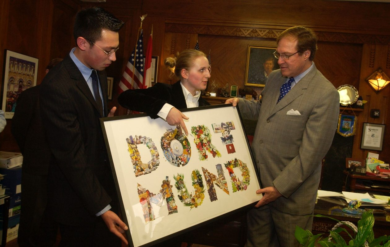 Students from Dortmund, Germany, present former Mayor Masiello with a poster   in 2004. (John Hickey/News file photo)