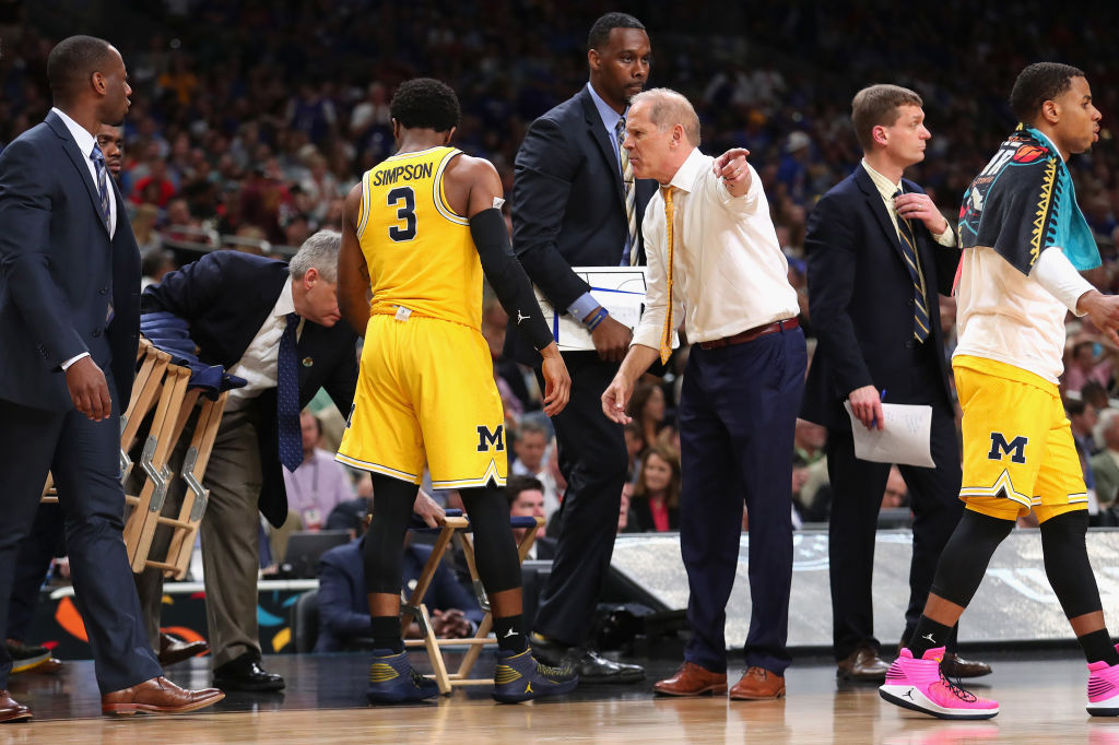 Head coach John Beilein of Michigan speaks to Zavier Simpson during the second half of the Wolverines' national semifinal victory. (Getty Images)