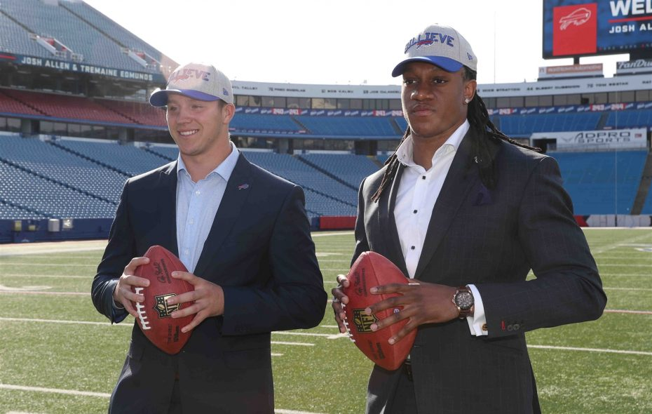 Josh Allen and Tremaine Edmunds arrive in Buffalo