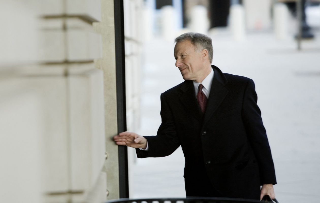 Lewis 'Scooter' Libby enters federal court in Washington on Feb. 12, 2007. (Bloomberg photo by Brendan Smialowski)