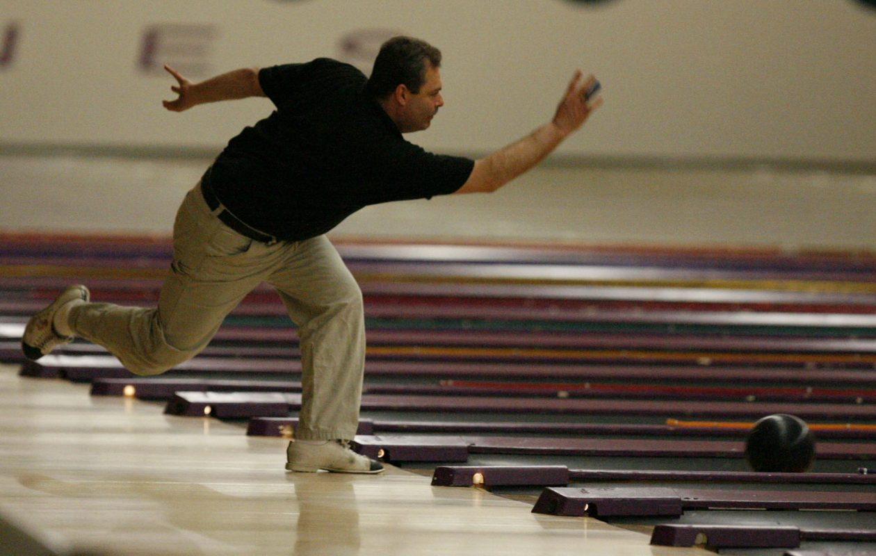 Mike Faliero, shown here at the 2007 George A. Obenauer Masters Tournament (which he won), is leading after Tuesday's qualifying round. (John Hickey/Buffalo News file photo)