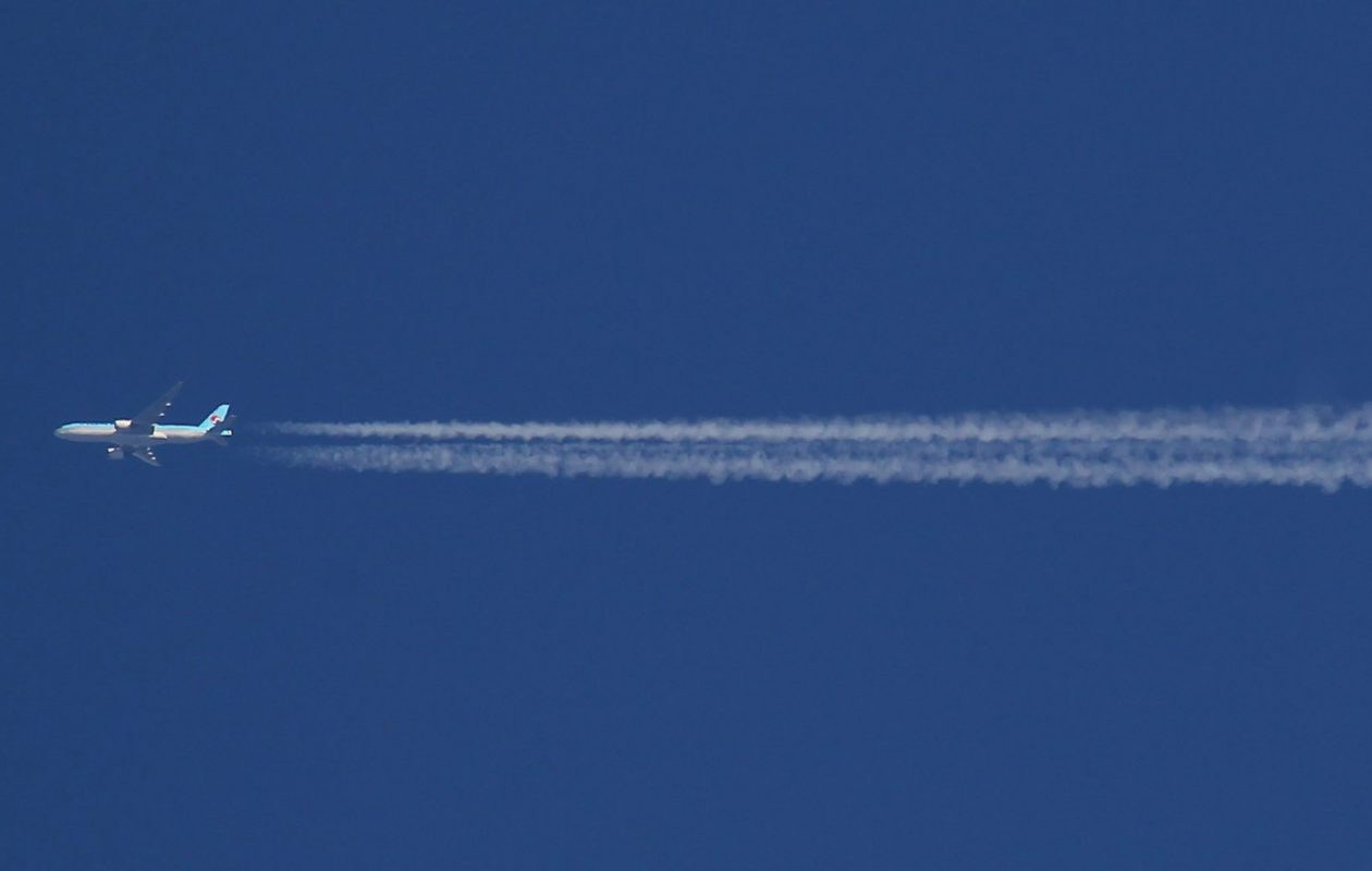 A plane sails through the sky, leaving a contrail in its wake. (Mark Mulville/News file photo)