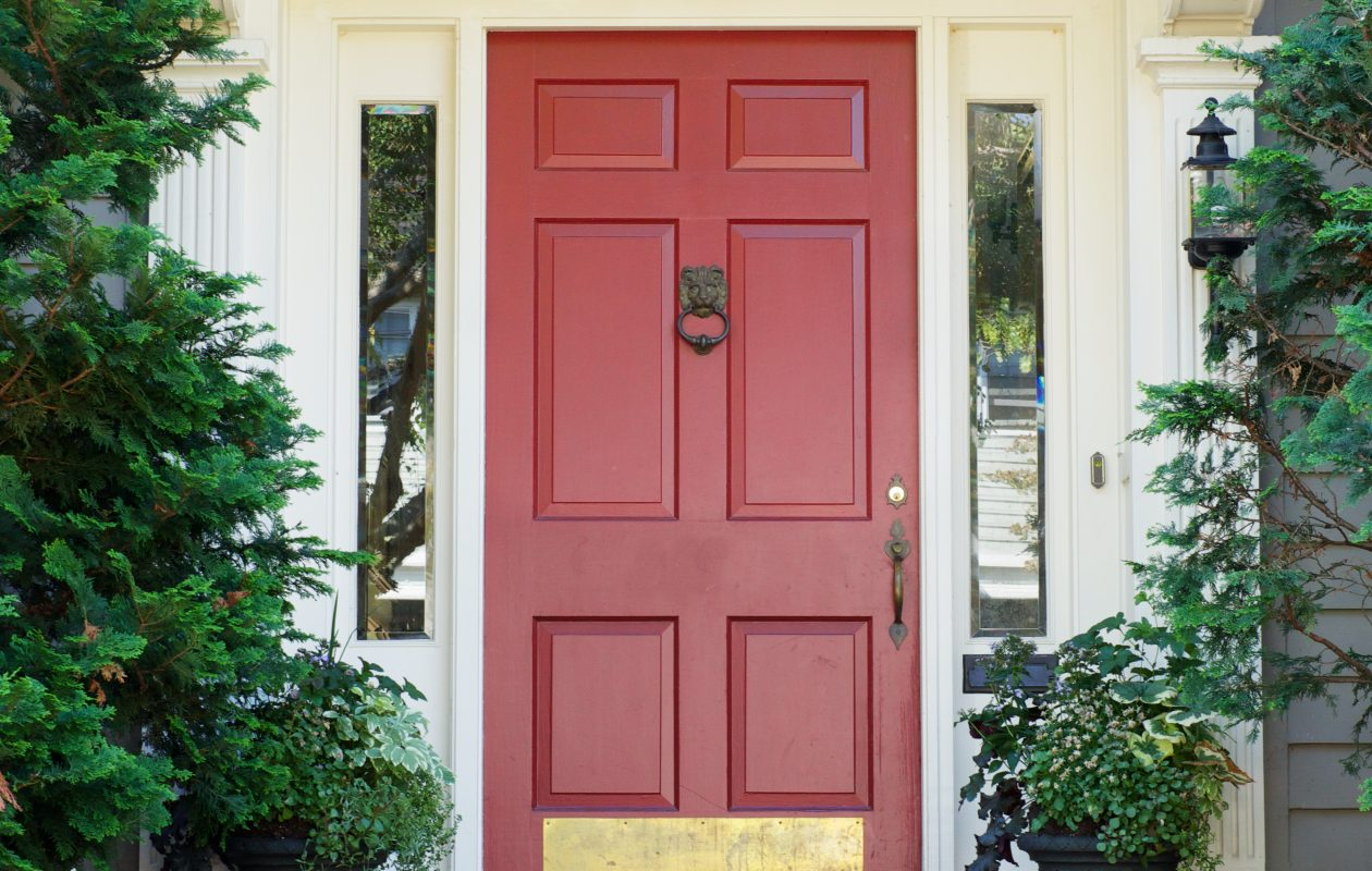 Who doesn't love a front door in a fun color? Here's the chance to show us your own.