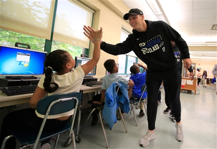Bills rookies visit the  Stanley Makowski Early Childhood Center
