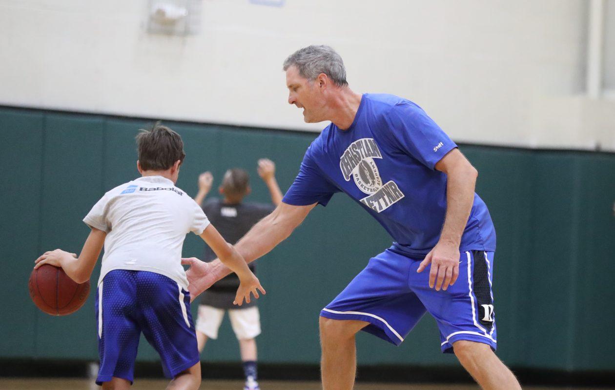 Christian Laettner gives pointers to aspiring basketball stars during his basketball camp at Nichols School. (James P. McCoy/Buffalo News)