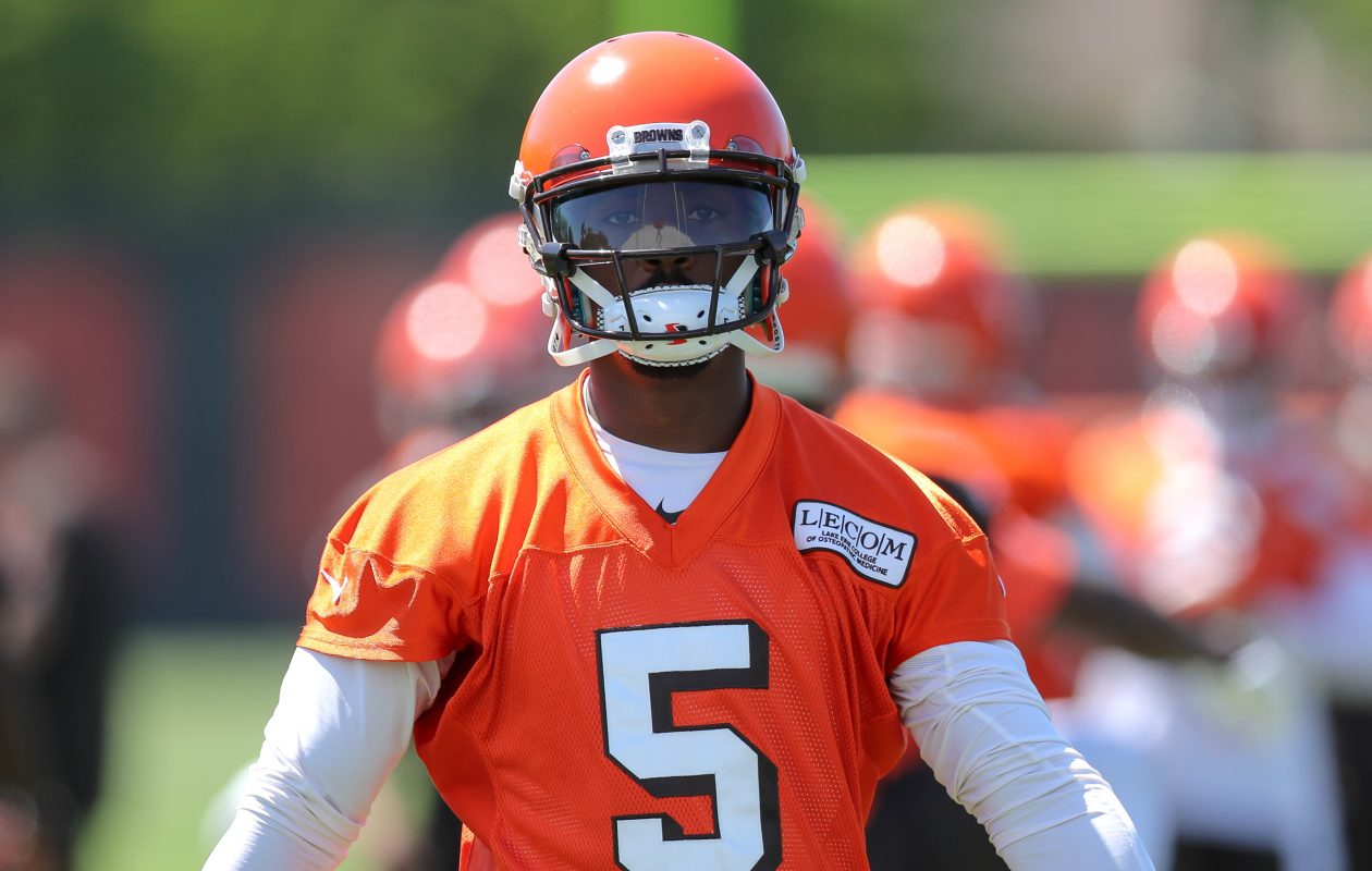 Cleveland Browns quarterback Tyrod Taylor participates in drills during organized team activities. (Getty Images)