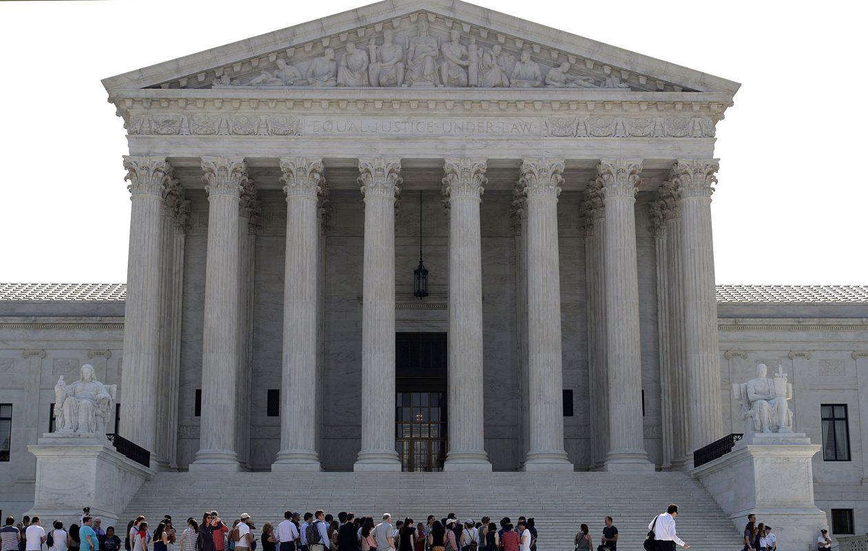 Visitors line up outside the U.S. Supreme Court plaza.  (Chip Somodevilla/Getty Images)