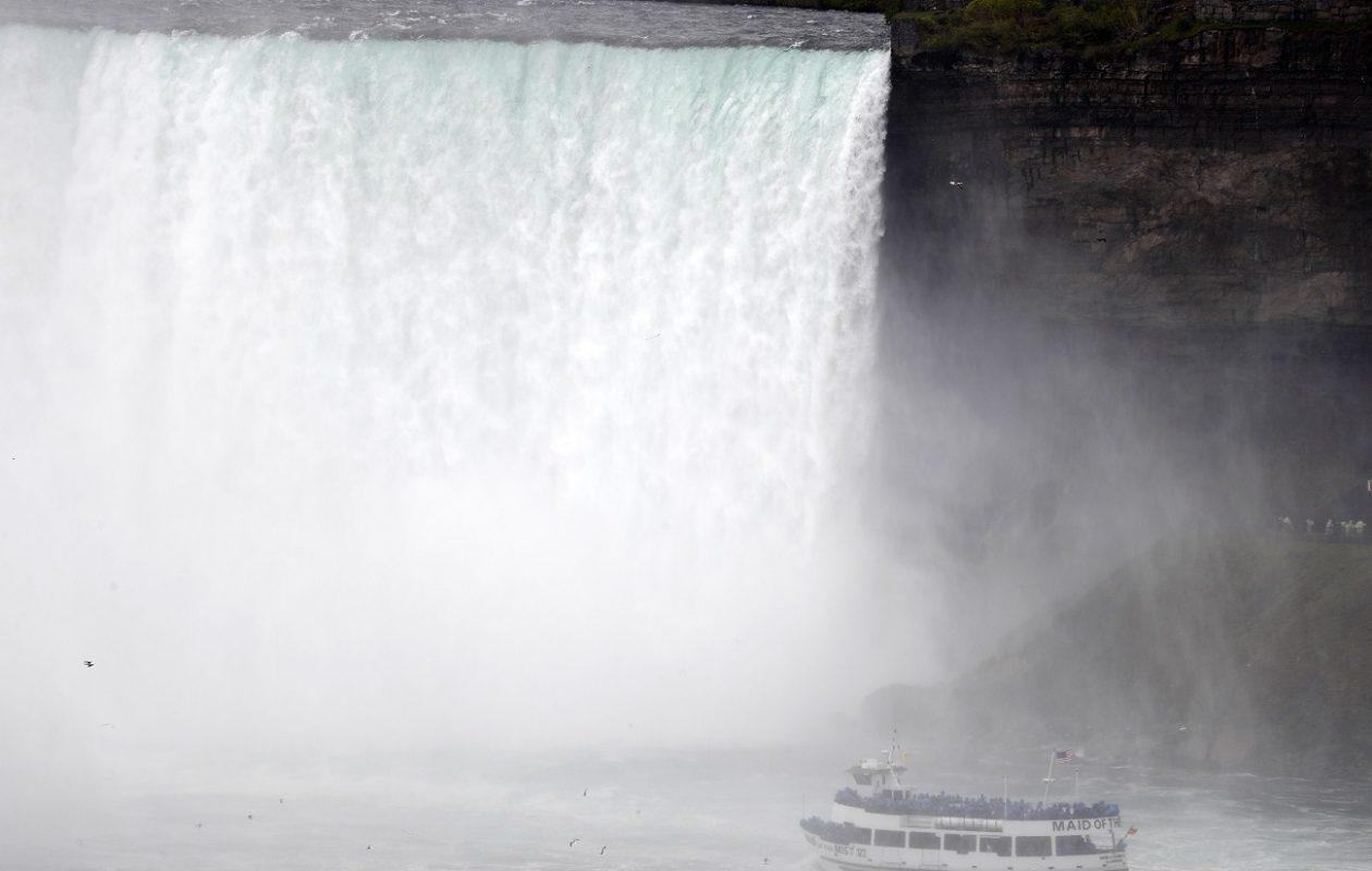 The Maid of the Mist sailing to the Horseshoe Falls in Niagara Falls. (Mark Mulville/ News file photo)