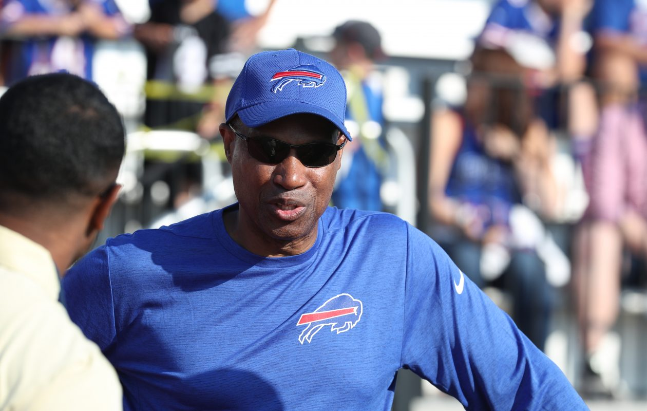 Leslie Frazier coached up the Bills' defense in 2017. (James P. McCoy/Buffalo News)
