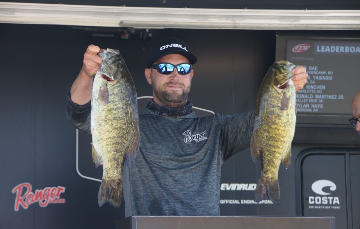 Neil Farlow of St. Catharines, Ontario is leading the Costa FLW Series tournament out of Buffalo with a 5-bass weight of 24 pounds, 4 ounces.