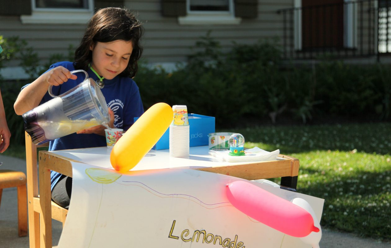 Lemon prices were less volatile in 2009, when Maia Dreishpoon ran this lemonade stand on Norwood Avenue at age 7. (Derek Gee/News file photo)