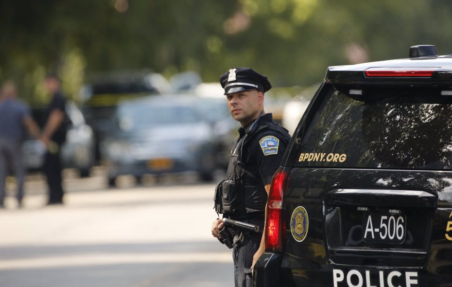 Police were called Friday afternoon to the site of a hostage standoff at McKinley Parkway and Como Avenue. (Photo by Derek Gee/Buffalo News)