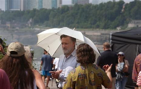 On the set of 'The Sinner' in Niagara Falls