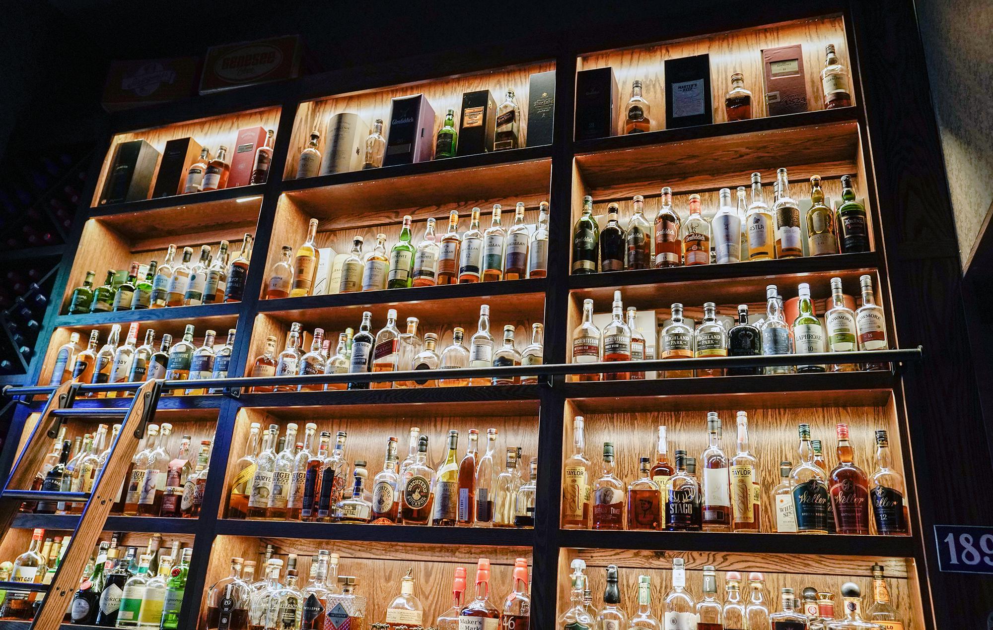 5 bars for bourbon drinkers | Buffalo Magazine