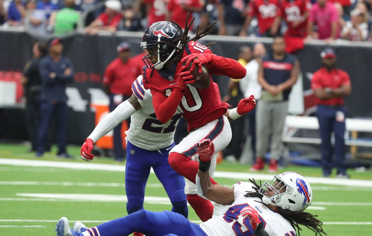 Texans wide receiver DeAndre Hopkins catches a pass in front of Tremaine Edmunds. (James P. McCoy/Buffalo News)