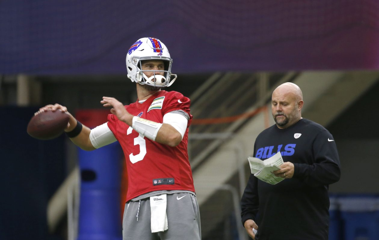 Bills QB Derek Anderson, with offensive coordinator Brian Daboll, is trying to prepare for his Bills debut (Robert Kirkham/Buffalo News)