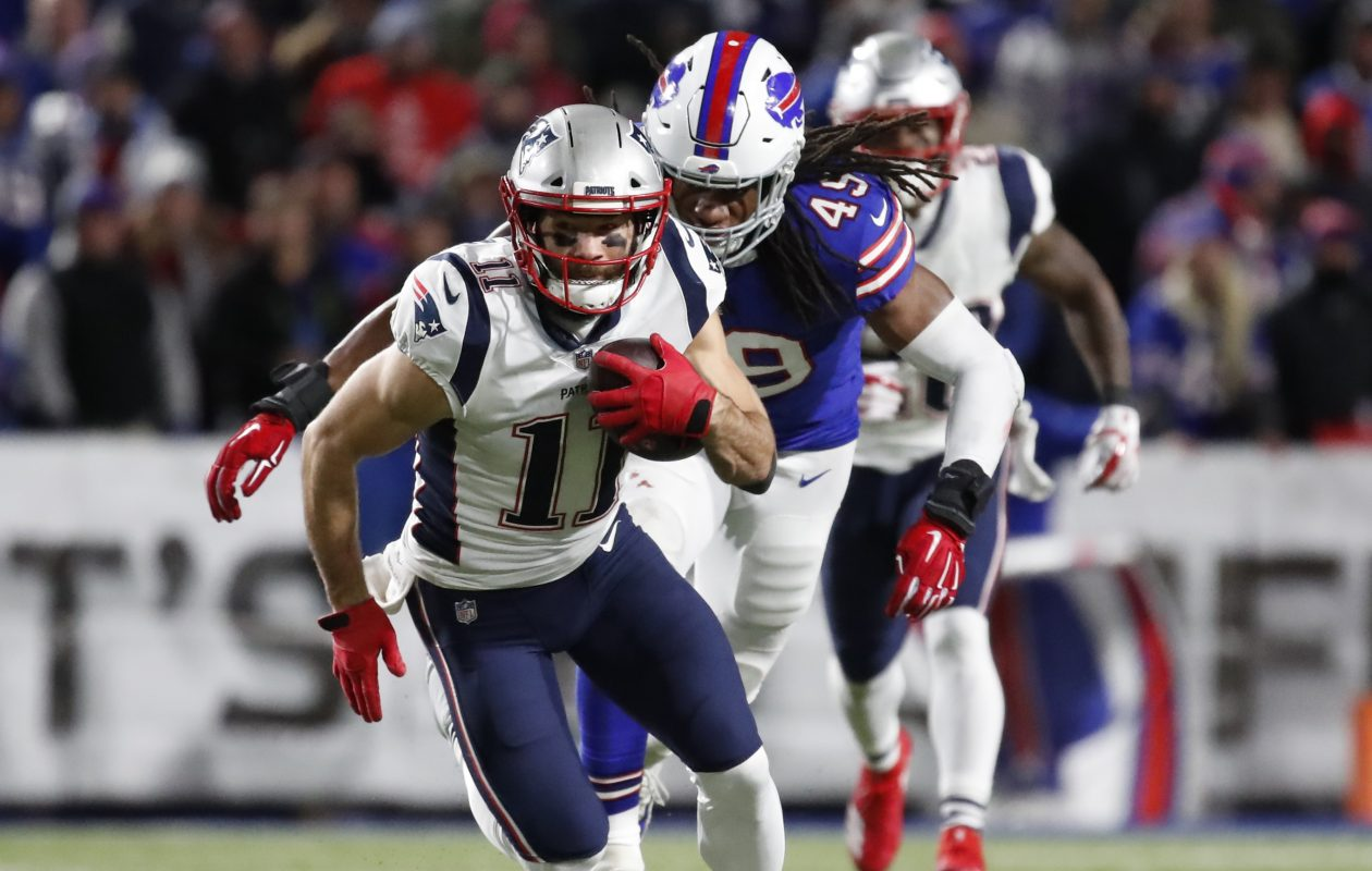 Bills linebacker Tremaine Edmunds chases down Patriots receiver Julian Edelman (Harry Scull Jr./ Buffalo News)