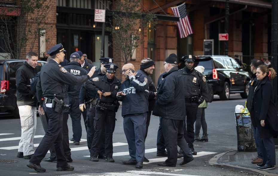 Law enforcement officials gather near the scene of where another package bomb was found early Thursday morning at Robert De Niro's Tribeca Grill restaurant, October 25, 2018 in New York City.  (Photo by Drew Angerer/Getty Images)