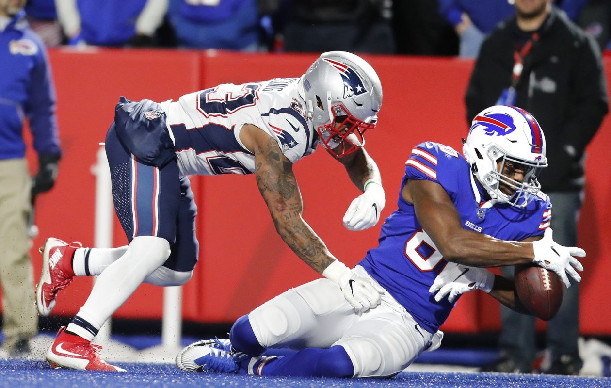 Buffalo Bills' Jason Croom can't hold on to what would have been a touchdown during fourth-quarter action Monday against the New England Patriots. (Mark Mulville/Buffalo News)