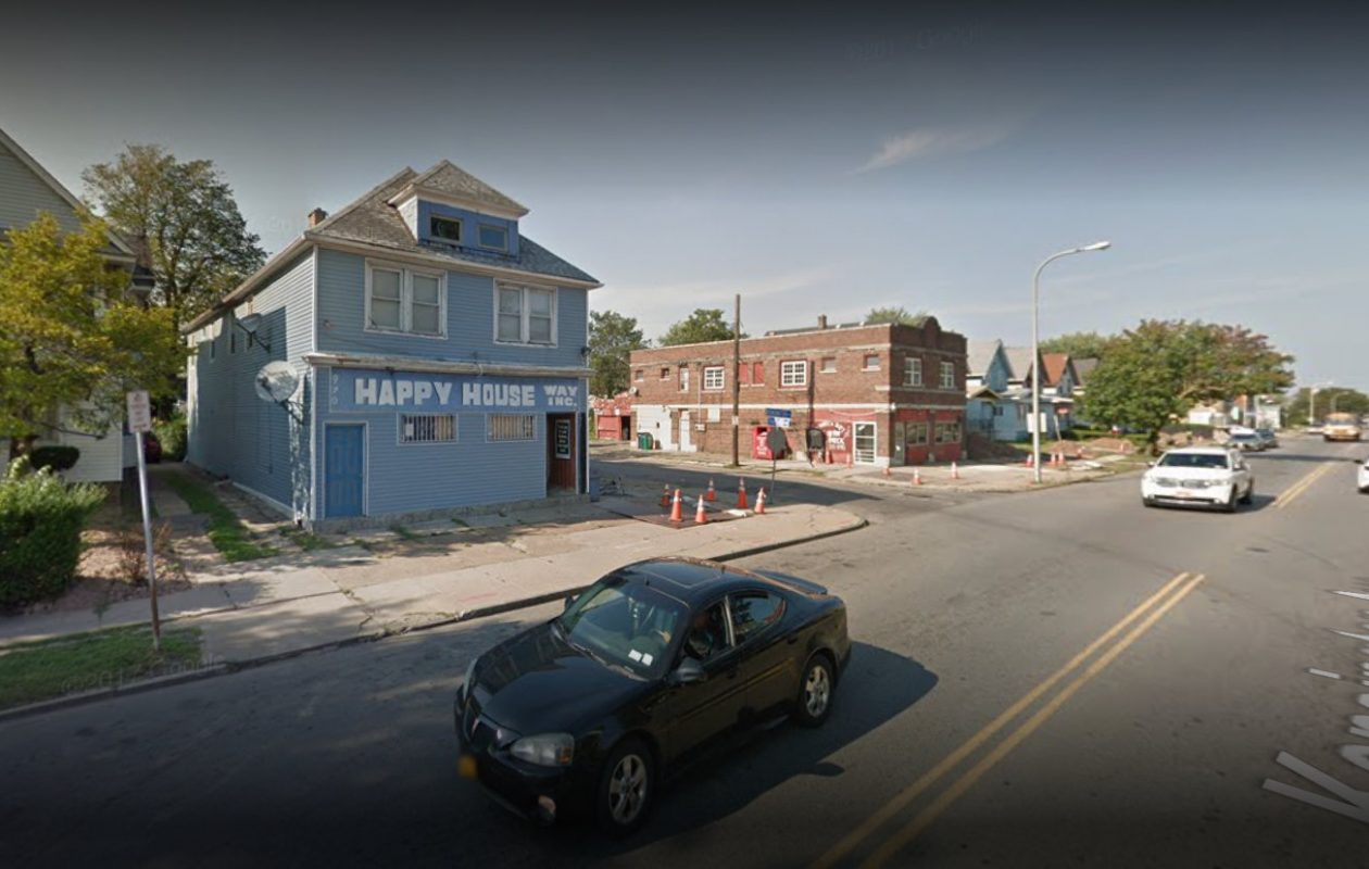 The Super Stop store on Kensington Avenue was the site of a 2010 murder. (Via Google)