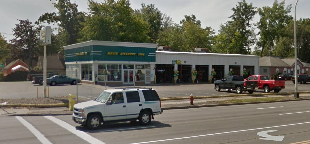 A Michigan real estate investment trust has acquired this former Mavis Discount Tires location on Sheridan Drive in the Town of Tonawanda. (Google)